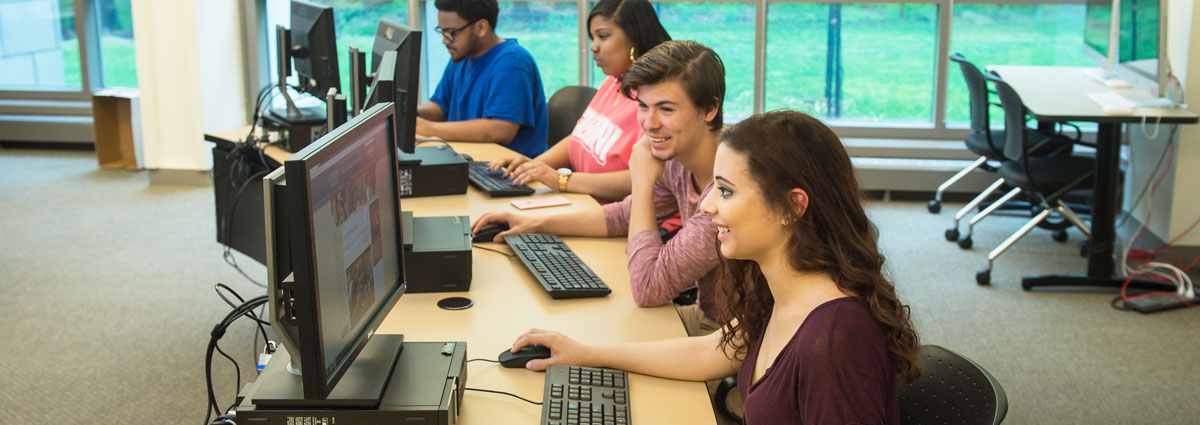 Cabrini students in the Center for Teaching and Learning computer lab